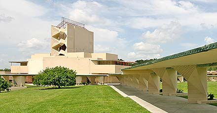 Frank Llyod Wright Architecture - Esplandes and Annie Pfeiffer Chapel