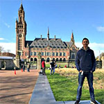 A student in front of Peace Palace