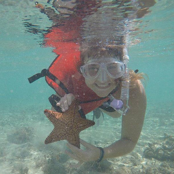 Mckayla '21 with a starfish.